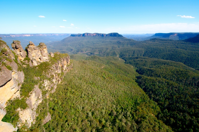 The Three Sisters and views over the Blue Mountains